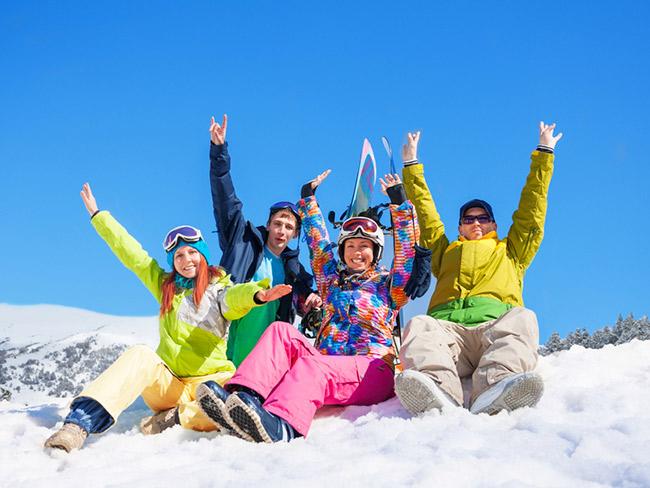 Partir au ski en autocar : Le bon plan de l'hiver ?