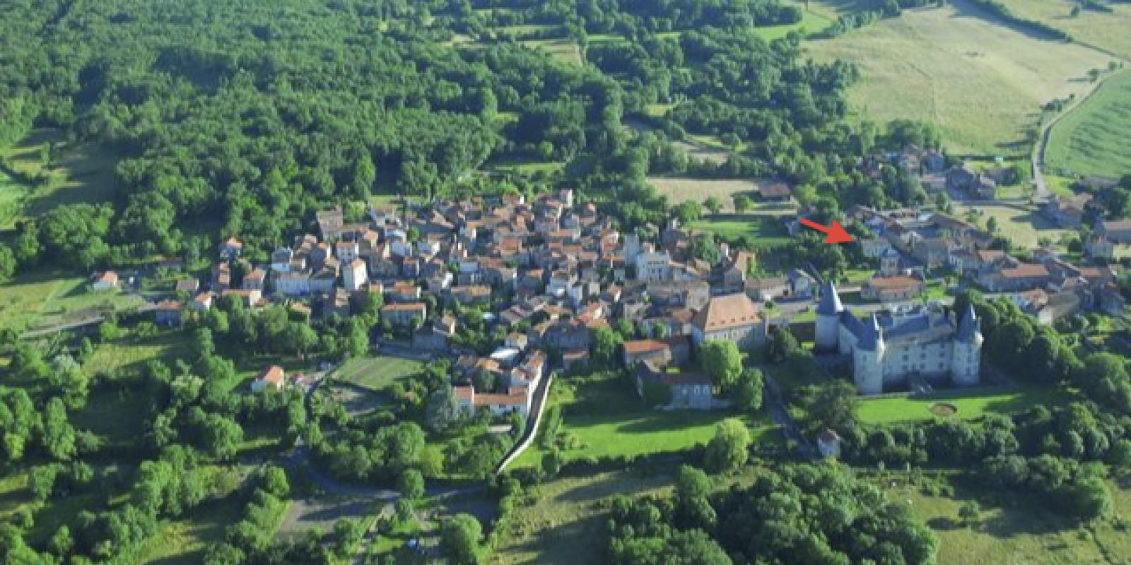 Restaurant au coeur d'un village médiéval
