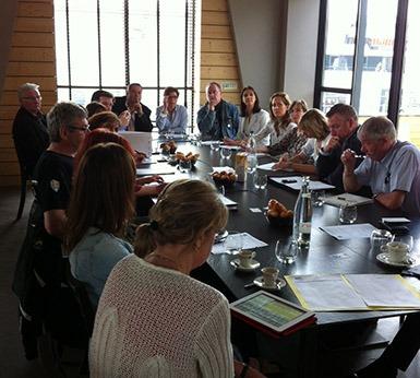 """Trente jeunes créateurs, deux experts… et un bon café : bienvenue au """"Café de l'éco"""" !"""