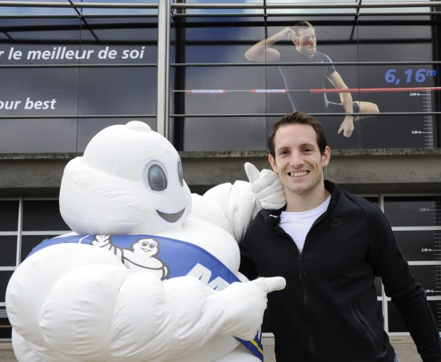 Renaud Lavillenie partage son record du Monde avec les salariés du Groupe Michelin