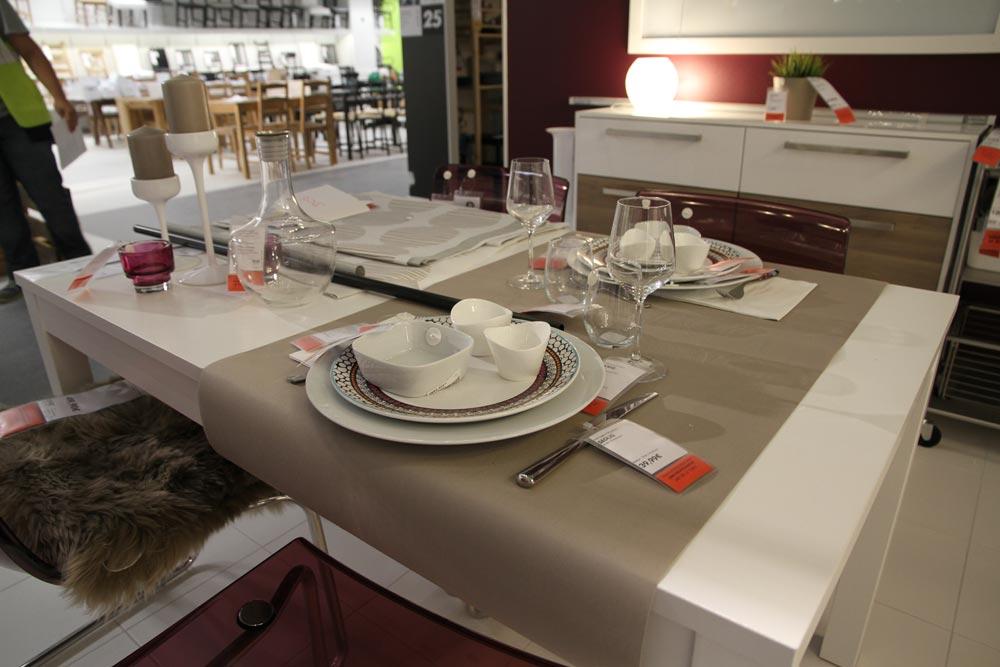 vid o d couvrez les locaux d 39 ikea clermont ferrand. Black Bedroom Furniture Sets. Home Design Ideas