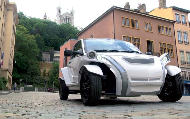 Semaine de la mobilité : le Crédit Mutuel Massif Central expose une voiture C-ZEN du constructeur français Courb