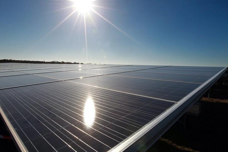 Un parking se transforme en parc solaire