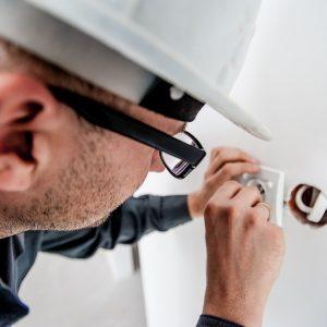 electrician-1080554_960_720_59a926aaa7010.jpg
